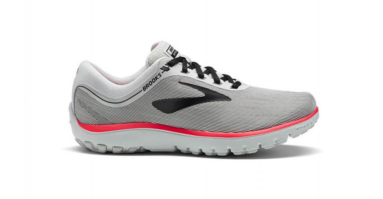 61f3a13423f Στις αρχές του 2010, όταν τα μίνιμαλ running shoes έφτασαν στο απόγειο της  δημοφιλίας τους, όλα τα μεγάλα brand άρχισαν να δημιουργούν παπούτσια με  τέτοια ...